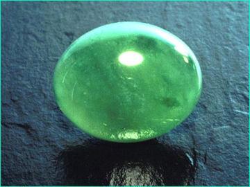 Amuleto de proteccion personal con una piedra Jade 7988821